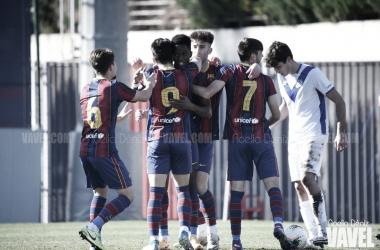 El FCB Juvenil A celebrando el gol de Moussa. Foto: Noelia Déniz, VAVEL