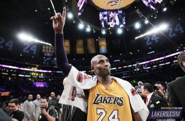 Kobe Bryant en su último partido, vía @Lakers Twitter
