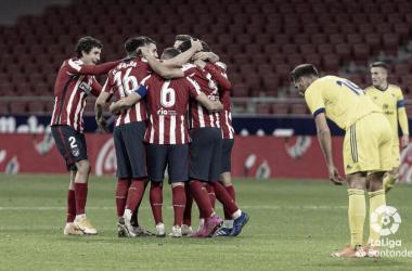 Los jugadores del Atlético de Madrid celebran uno de los cuatro tantos del partido de ida | LaLiga Santander
