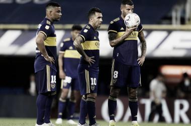 Cardona besa la pelota antes de convertir el gol del empate. | Fuente: Boca Jrs Oficial
