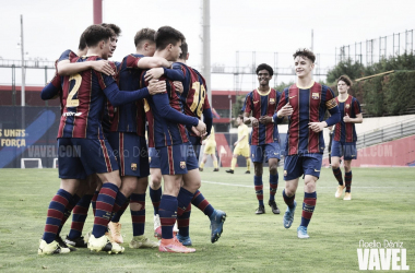 El FCB Juvenil B celebrando el tanto de Juanda. Foto: Noelia Déniz, VAVEL