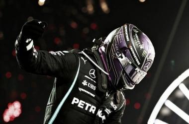 Hamilton celebrando la victoria (Fuente: F1.com)