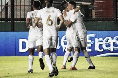 Mauricio Martínez a los 33´ luego de marcar el primer gol de la noche