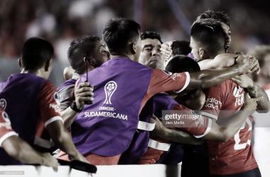 POR UNA NUEVA PRESENTACIÓN. El mundo de Independiente tiene un objetivo: volver a levantar una Sudamericana. Foto: Getty images