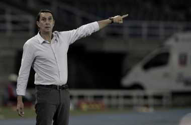 """Alexandre Guimarães: """"Tenemos que salir por todo para seguir por el objetivo"""""""