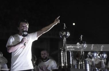 VA POR MÁS. Gallardo con algunos trofeos históricos a lo largo de su ciclo, el entrenador quiere ir por más. Foto: Getty images