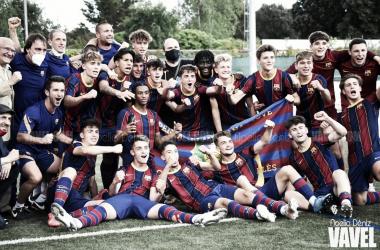 El FCB Juvenil A celebrando el título en Cerdanyola. Foto: Noelia Déniz, VAVEL