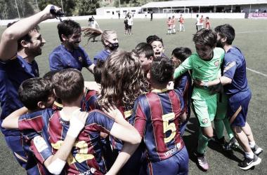 El FCB Alevín A celebrando el título de Liga. Foto: FC Barcelona