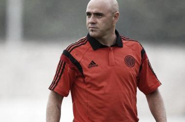 El nuevo entrenador del santo sanjuanino fue integrante del plantel campeón de la Copa Libertadores de 1996 con River Plate.
