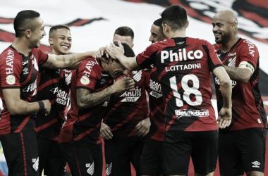 Em duelo de campeões, Athletico-PR visita a LDU pela Copa Sul-Aericana