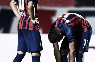 Óscar y Ángel Romero antes de un tiro libre. Fuente: Twitter RomeroTeam.