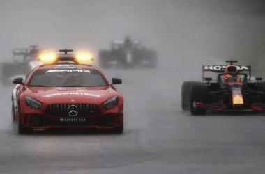 La parrilla rodando detrás del coche de seguridad. (Fuente: f1.com)