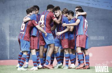 El FCB Juvenil A celebrando un gol ante el CF Damm. Foto: Noelia Déniz, VAVEL