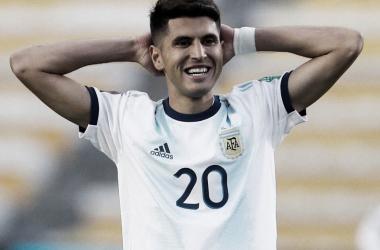 Exequiel Palacios vistiendo la camista de la Selección.