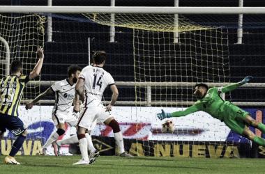 Momento del gol. Rosario Central 1 - 0 San Lorenzo.