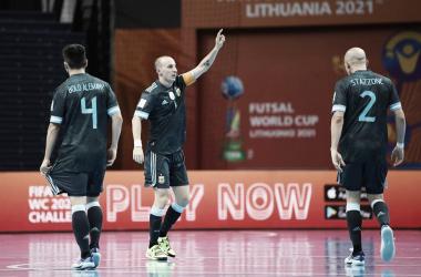 El capitán argentino, Leandro Cuzzolino, festejando el pase a octavos. Foto: Selección Argentina.