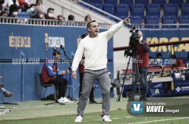 Sergi Barjuan frente al FC Andorra en el Johan Cruyff. Foto: Noelia Déniz, VAVEL