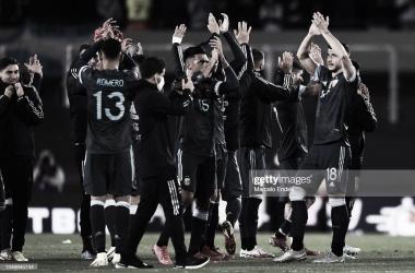 El conjunto argentino celebrando la victoria con su público. Fuente: Web.