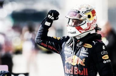 Verstappen celebrando la victoria. (Fuente: f1.com)