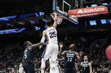 Simmons cosniguió su décimo triple-doble antes de terminar el tercer cuarto. | Fotografía: NBA.com