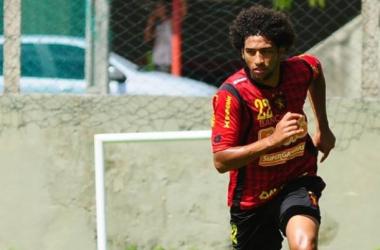 Defensor Willian Rocha faz exames e deve ser anunciado pelo Atlético-PR