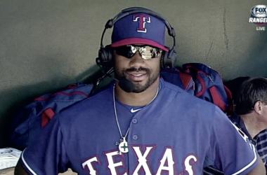 Russell Wilson en la banda de los Texas Rangers. Fuente:MLB