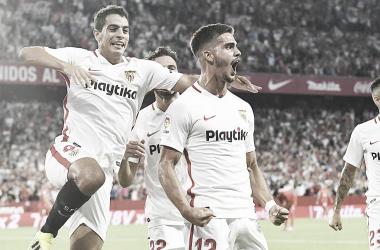 André Silva y Ben Yedder en la celebración de un gol | Foto: Sevilla FC