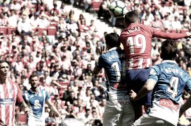 Lucas Hernández gana un balón aéreo ||FOTO: Club Atlético de Madrid.