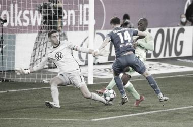 Goleiro pega pênalti, Wolfsburg bate Hoffenheim e segue invicto na Bundesliga