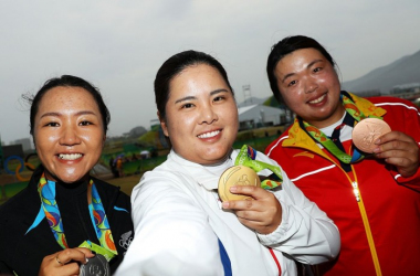 Lydia Ko, Inbee Park, and Shanshan Feng posing with their medals (source: LPGA)