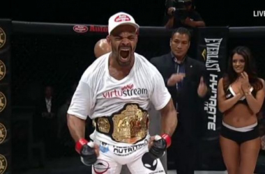 David Branch remains the middleweight champion with a stoppage of Yushin Okami. Jessica Aguilar also keeps her strawweight belt at WSOF 15.
