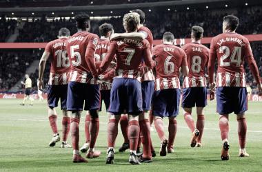 Los jugadores del Atleti se abrazan tras un gol de Griezmann | clubatléticodemadrid.com