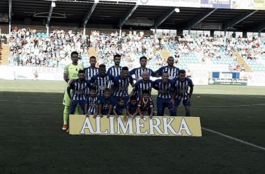El XI de la Deportiva posando para los medios antes del inicio del encuentro. FOTO   Twitter @SDP_1922