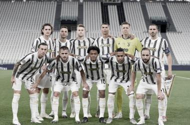 """Ídolo da Juventus, Buffon lamenta eliminação na Champions: """"Muita amargura"""""""