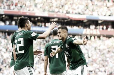 Lozano celebra con Chicharito el gol marcado / Foto: Rusia 2018