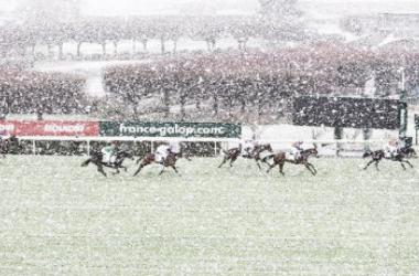 Vaerya en segunda posición sobre el impracticable Hipódromo de Saint-Cloud. / Fuente: zeturf
