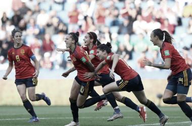 La selección española celebrando uno de los goles de Jenni Hermoso del 3-1 a Sudáfrica | Foto: FIFA.com