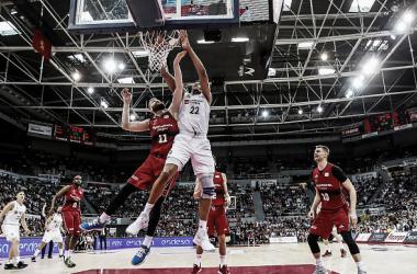 Tavares ante Radovic / ACB.COM