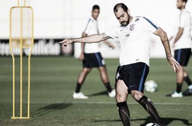 Jogador treina normalmente e está entre os inscritos para a competição (Foto: Daniel Augusto Jr./Agência Corinthians)