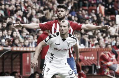 Roman Zozulya en el encuentro contra el Sporting | LaLiga 1|2|3