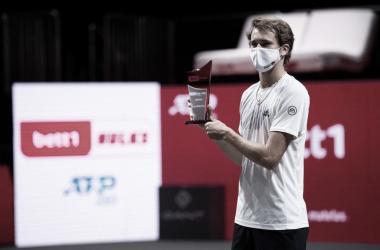 Zverev bate Aliassime na final em Colônia e vence 12º título na carreira