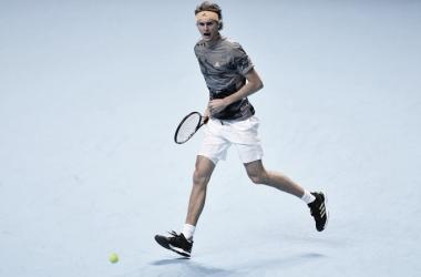 Atual campeão, Zverev surpreende Nadal e estreia com vitória no ATP Finals