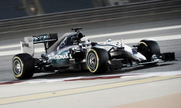 F1, Gp Bahrain: Pole di Hamilton davanti a Super Vettel