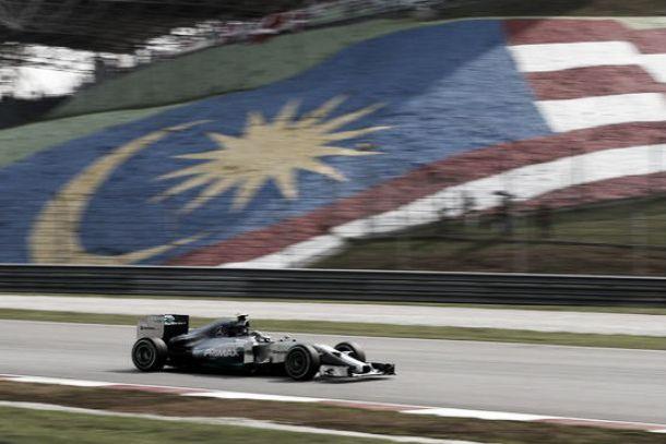 Lewis Hamilton vence GP da Malásia