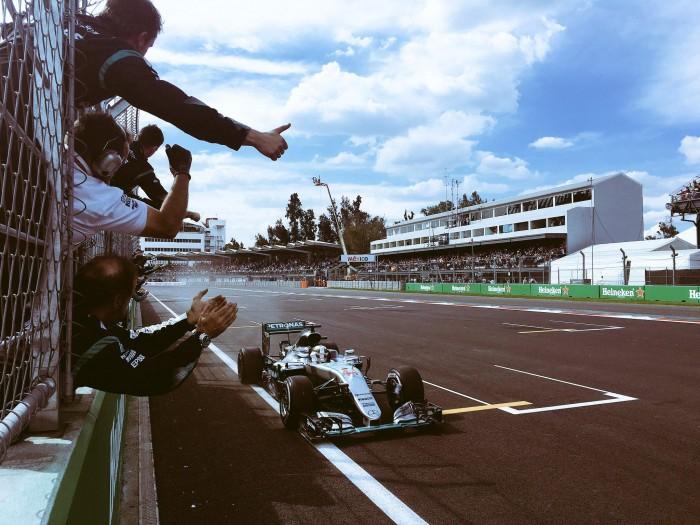 """F1 - Hamilton trionfa e fa """"fiesta"""" in Messico, Rosberg 2° limita i danni"""