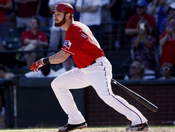 Josh Hamilton Out Four Weeks With Strained Hamstring