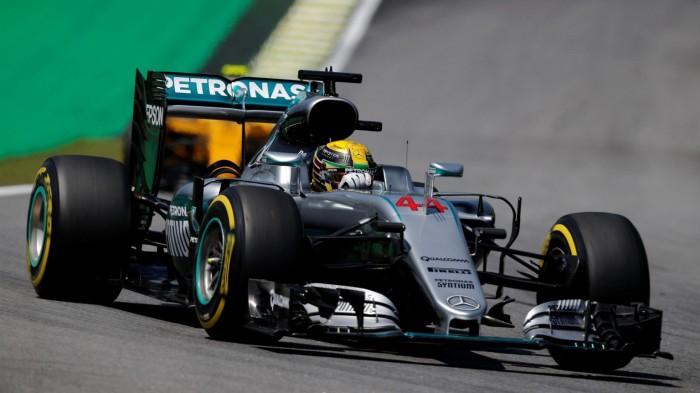F1 - Hamilton si impone su Rosberg, pole a Interlagos!