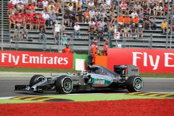 Gp d'Italia, Hamilton mostruoso. Secondo Vettel, Raikkonen sbaglia la partenza ed è quinto