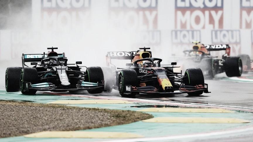 Em corrida repleta de surpresas, Verstappen dá show e vence GP da Emilia-Romagna