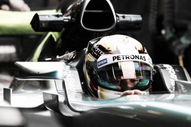 """Lewis Hamilton: """"La curva diez era como pilotar en hielo"""""""